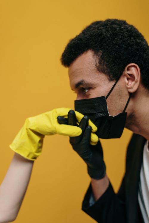 Κορονοϊός: Τα νέα μέτρα που θα ισχύσουν από την Τρίτη – Πώς θα στηριχθούν εργαζόμενοι καιεπιχειρήσεις