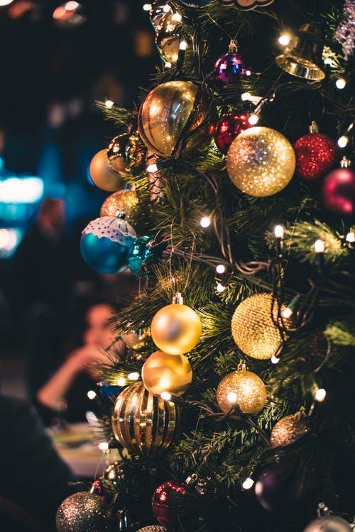 14 Υπέροχες ιδέες για στολισμό Χριστουγεννιάτικου δέντρου!