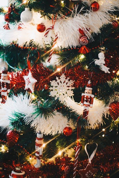 Παράξενα Χριστουγεννιάτικα στολίδια για τοδέντρο