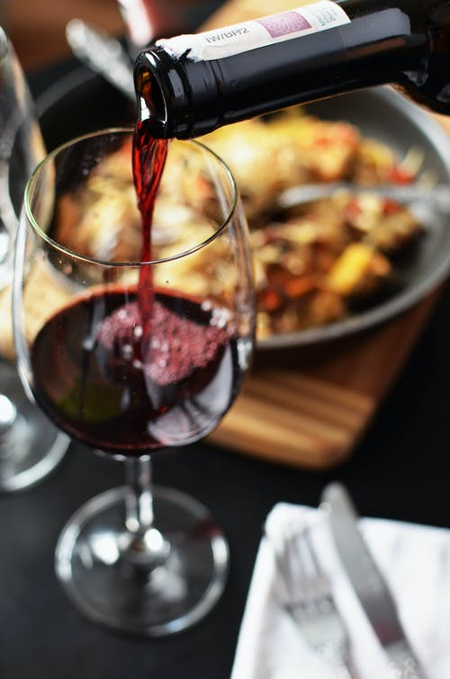 Untouched by Light: Το κρασί που δημιουργήθηκε στο απόλυτοσκοτάδι