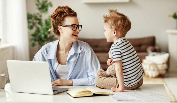 Τηλεργασία και γονείς: Πώς θα καταφέρετε να δουλέψετε από τοσπίτι