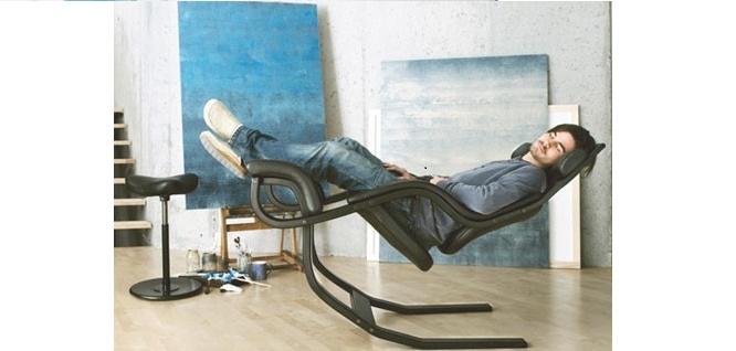 Η πολυθρόνα ως έπιπλο που αψηφά τηνβαρύτητα…