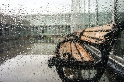 Έκτακτο δελτίο επιδείνωσης καιρού! Σε ποιες περιοχές θα χρειαστείς ομπρέλα και που αναμένονταιχιόνια;