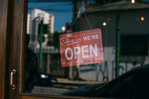 Λιανεμπόριο: Ανοίγει κανονικά, αλλά με αποστάσεις καιsms