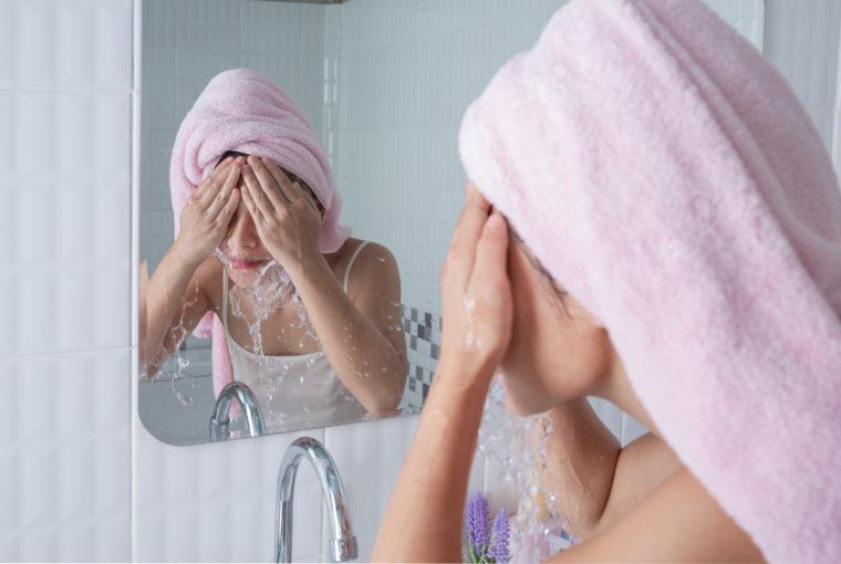 Το ήξερες ότι το νερό με το οποίο πλένεις το πρόσωπό σου πρέπει να έχει συγκεκριμένηθερμοκρασία;
