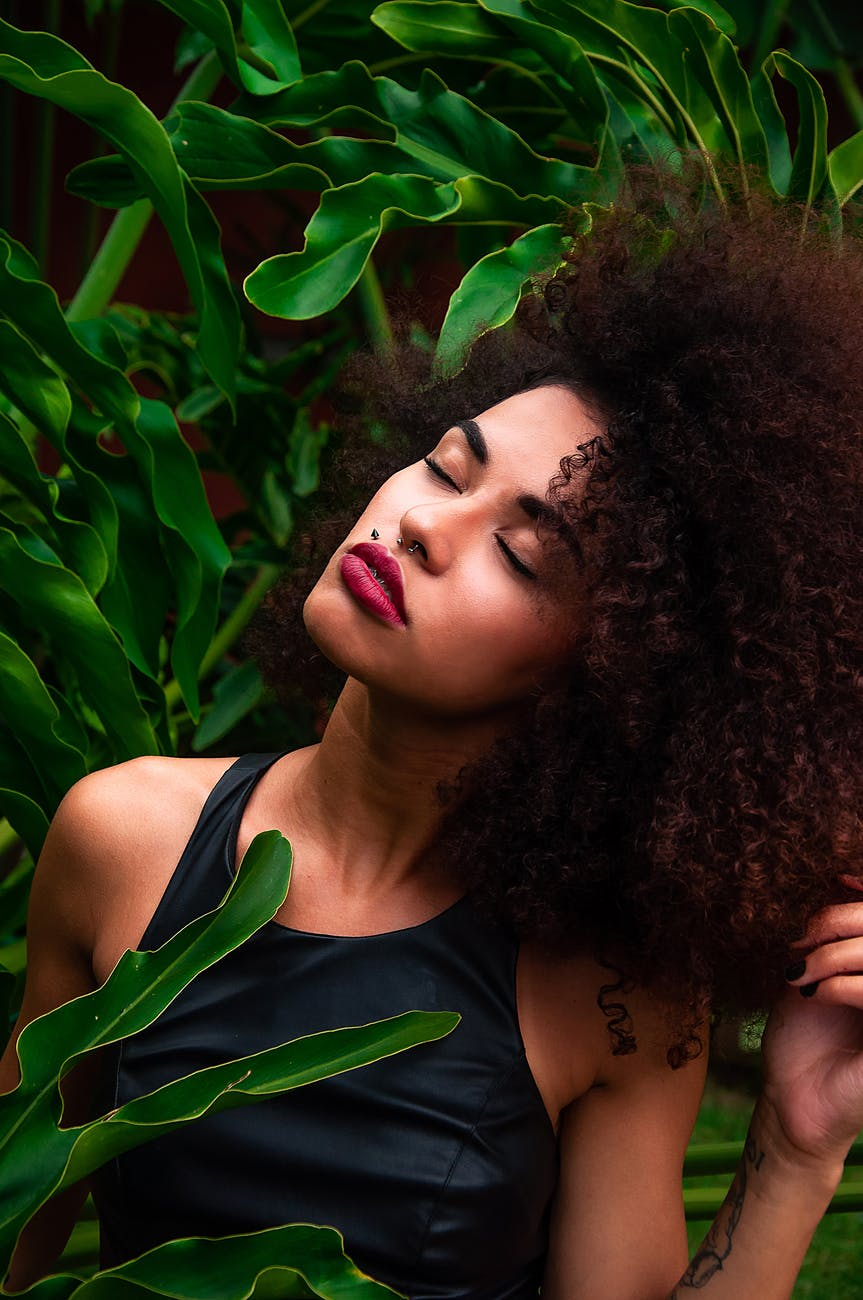 Smoky hair trend: Πώς θα υιοθετήσεις την δημοφιλή τάση μαλλιών για το2021