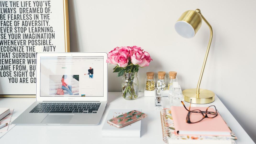 5 απλά βήματα για να φτιάξεις ένα όμορφο γραφείο όταν δουλεύεις από τοσπίτι