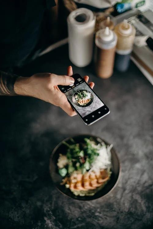 Πώς να βγάζεις τέλειες φωτογραφίες για το instagram και να πληρώνεσαιγι'αυτές